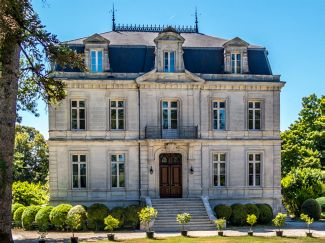 ... Of U0027Off Marketu0027 And U0027Restricted Viewingu0027 Properties Ensures A Private  And Personal Introduction To Many Of The Best And Most Exclusive Homes In  France.