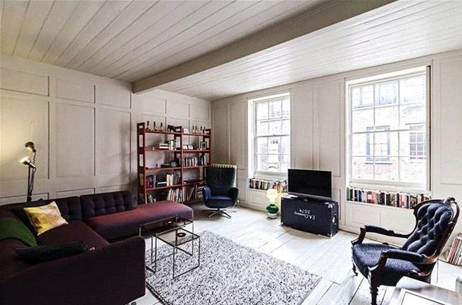 A Three Bedroom Apartment On The Third Floor In West Eaton Place London With Long Lease
